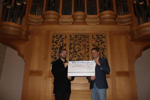 Scheckübergabe - Spende nach Kirchenkonzert