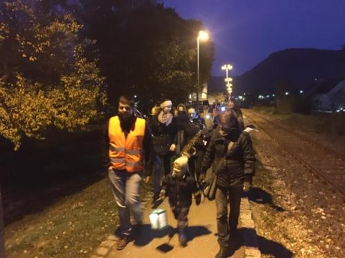 2019-11-15 JuKa Laterne laufen mit Kindi Bahnhof 07